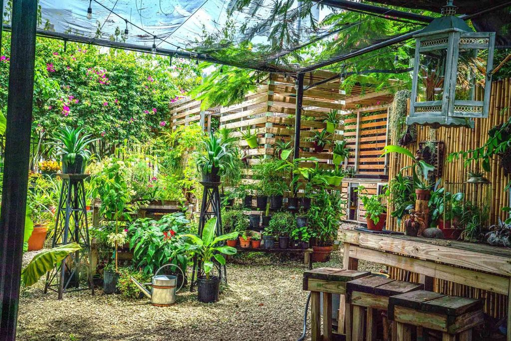 WHAT TYPE OF GARDEN ROOM SHOULD YOU CHOOSE YARD AREA?