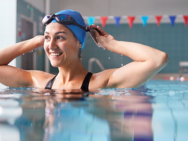 Which option is better to reduce weight, swimming or gym?